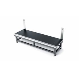 König & Meyer karmesteri pódium lépcső – stabil, kényelmes, acél konstrukciójú